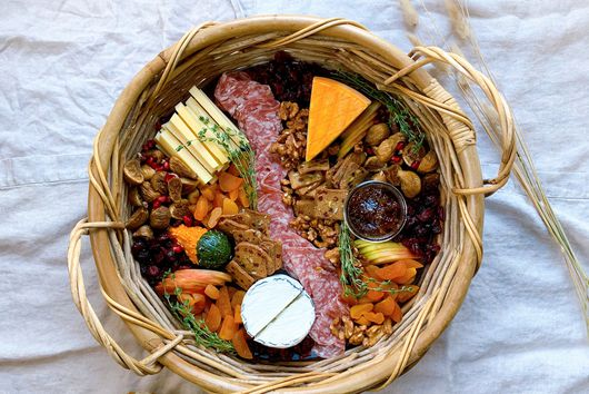 A Thanksgiving Cheese Basket to Cure Pre-Dinner Hanger