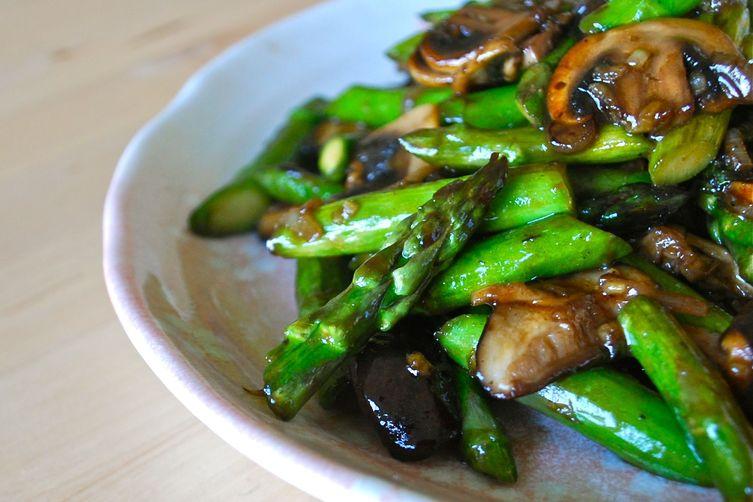 Oyster Sauce Glazed Asparagus and Mushrooms