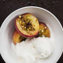 Vanilla Peaches with Pistachio Crumble