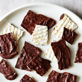 Eb19af75-b2a7-425d-9036-f90aaced8c7c.2014-0401_small-batch_chocolate-covered-matzoh-061