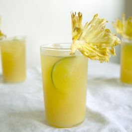 DIY Dried Pineapple Flowers for a Tiki Party