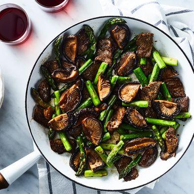 Beef With Asparagus & Stir-Fried Mushrooms