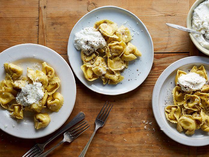 The Trick to Always-Creamy Cacio e Pepe Pasta, Straight from Rome