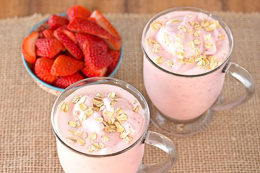 Strawberry Oatmeal Breakfast Shake