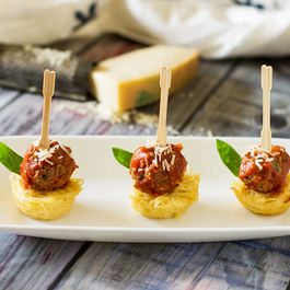 Mini Spaghetti and Meatball Appetizer