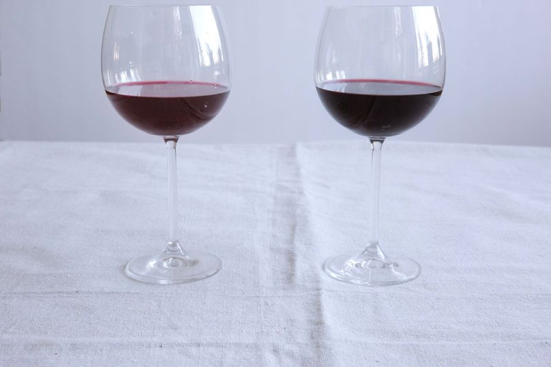 Light wine (left) versus dark wine (right).