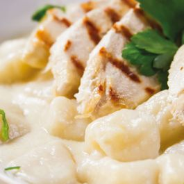 Gnocchi and grilled chicken with 3 cheese sauce