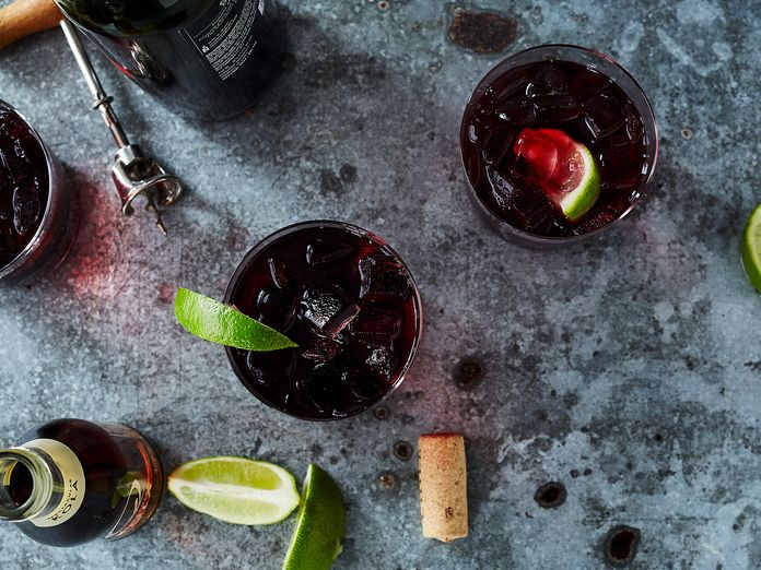 Make the Best of Cheap Wine With This 2-Ingredient Spanish Cocktail