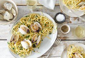 F7862114 c8e5 4677 a449 aca1519e23e3  2016 0331 spaghetti with clams parsley garlic and lemon alpha smoot 138