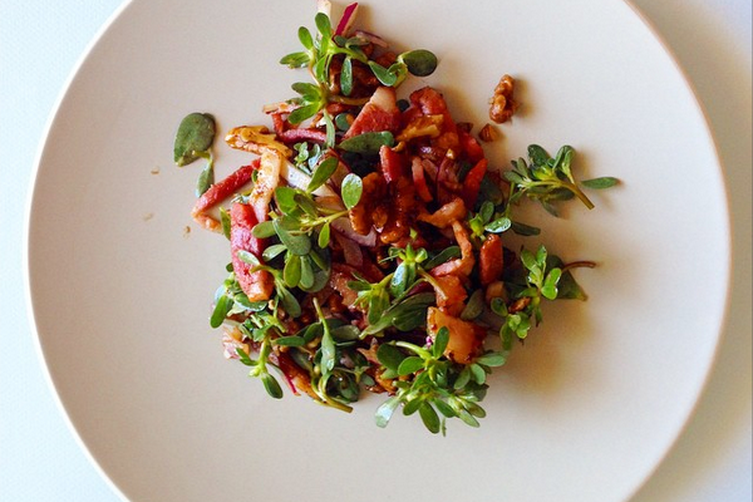 Purslane, walnut, red onion and bacon salad