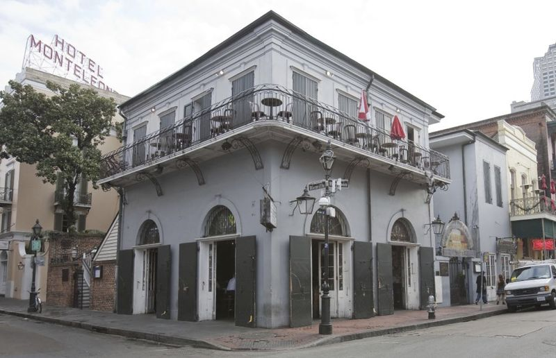 The Font-Juncadella Building in New Orleans shows multiple exterior entrances; it was built circa 1806, renovated in the 1950s.