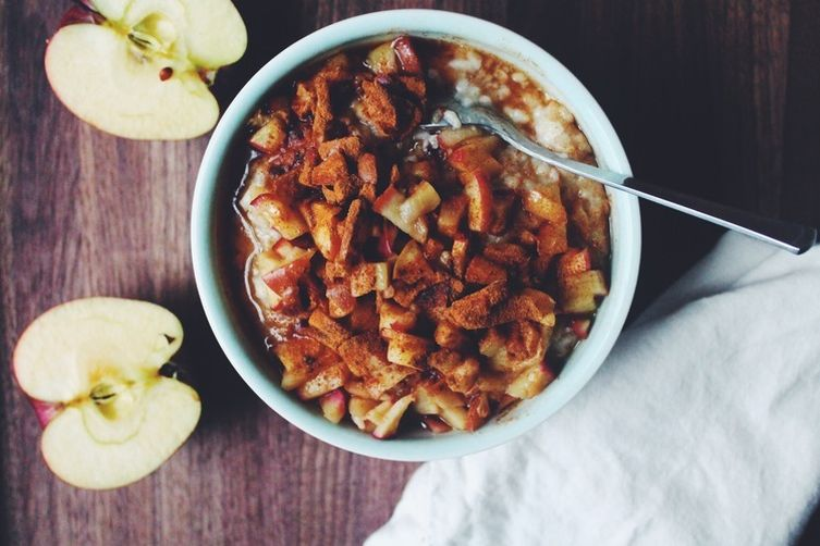 Apple Cinnamon Oatmeal Bowls