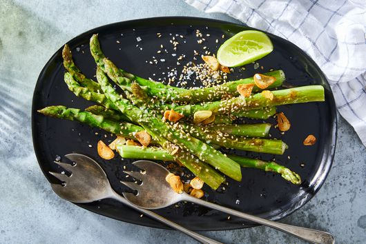 Garlicky Sautéed Asparagus With Toasted Sesame