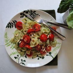 Farfalle with tomato and pesto