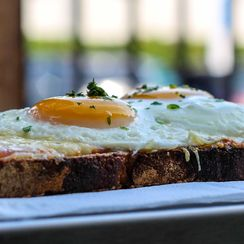 Croque Madame Crostini