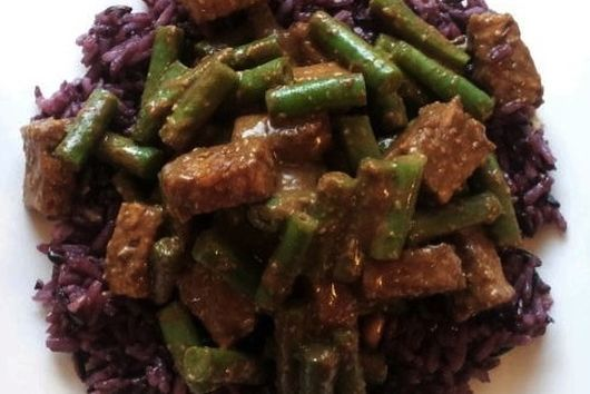 Tempting tempeh and green beans