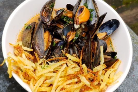 Red Curry Moules Frites