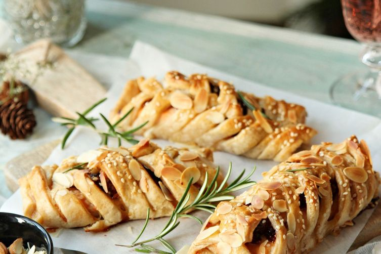 Salmon puff pastry plaits