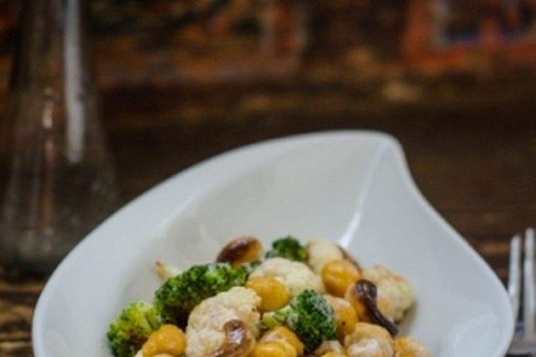 Roasted Salad with chickpeas and broccoli