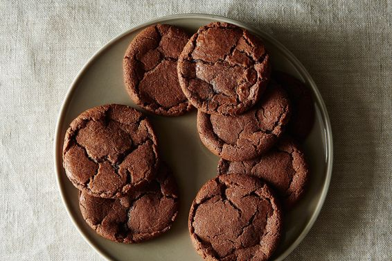 D35f776c-d925-4517-947f-0c93cd13a999.2014-1124_chocolate-hazelnut-crack-up-cookies-007