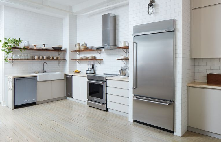7 Ways to Give Your Old Kitchen Cabinets a Total Makeover