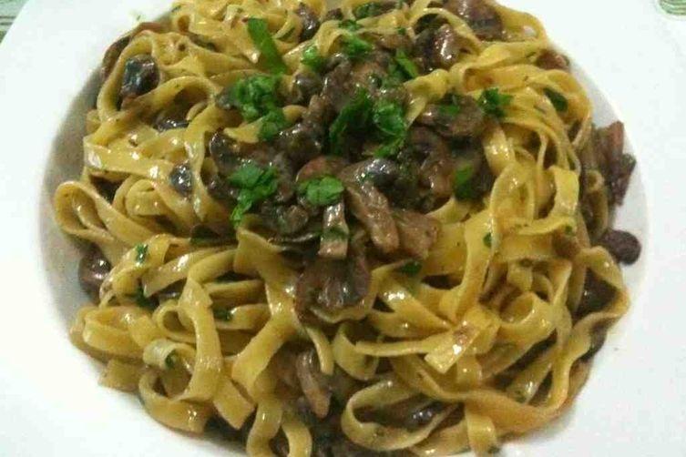 Tagliatelle ai funghi (pasta with mushrooms)