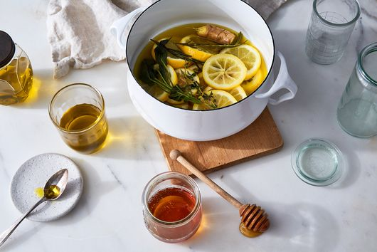 An Herbaceous, 5-Ingredient DIY Tonic to Soothe & Revive