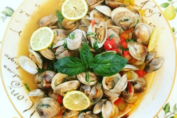 Littlenecks Steamed in Sauvignon Blanc, Garlic and Tomatoes