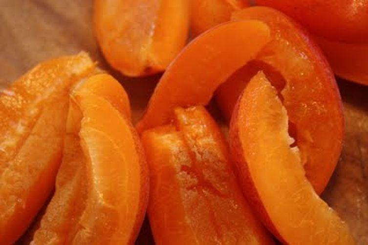 Les Feuilles de Pissenlit avec des Abricots, Pruneaux et aux Amandes