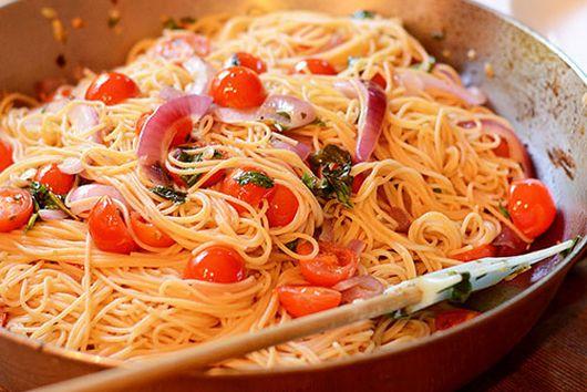 Angel Hair Pasta with tomatoes, basil & garlic