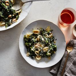 1c5d5b1c 7c82 4c52 9598 0f3d0afd17f6  2015 1124 pasta with broccoli rabe and white bean anchovy sauce bobbi lin 14660 2