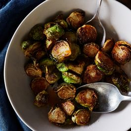 56127438 5816 4dc3 8a66 390074fdc8ce  2016 1028 fried brussels sprouts with honey and sriracha bobbi lin 11080