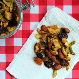 Coconut, Curry & Lime Snack Mix