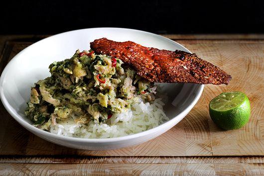 Herb chicken rice with skin crackling
