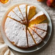 F73067fc 1a19 4bc0 b576 c69c961529d8  2018 0606 louisas cake with peaches 3x2 rocky luten 004