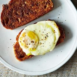 1c3cc6ff 9c57 4587 bc28 be26b8885d17  2014 0311 finalist decadent fried egg sandwich 020