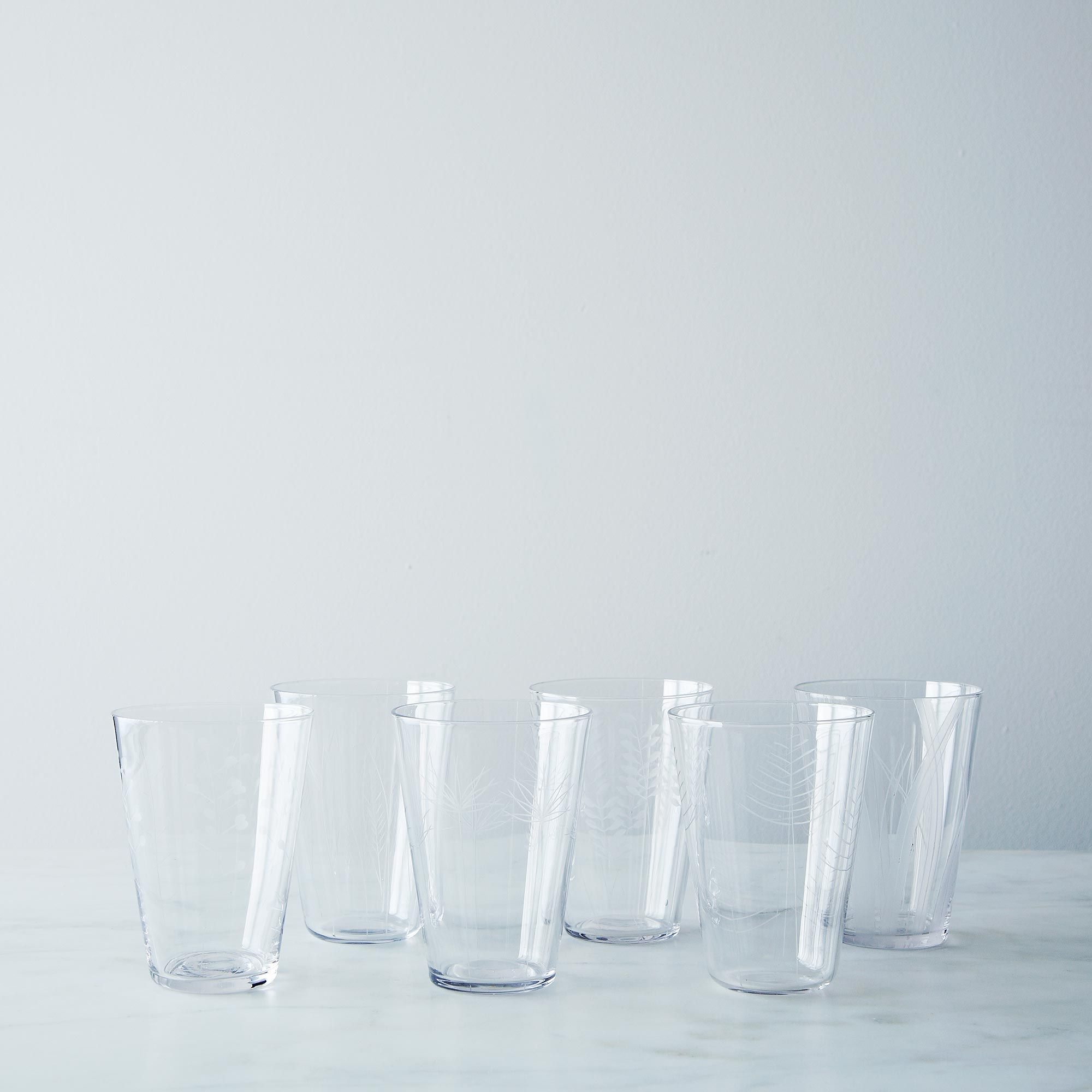 9081d860-a0f5-11e5-a190-0ef7535729df--2013-1118_global-table_etched-glasses-009