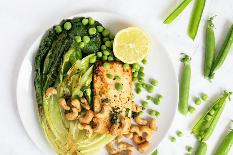 Grilled tofu and lettuce salad with fresh peas and roasted cashews