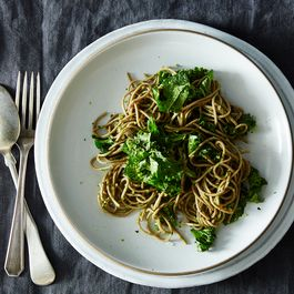 Soba with Parsley-Pea Pesto and Kale