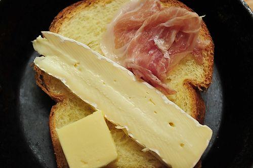 Brie and Prosciutto Melt
