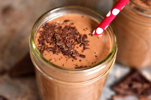 COFFEE & CACAO SMOOTHIE (INSPIRED BY THE BEE'S FUNKY BUZZ)
