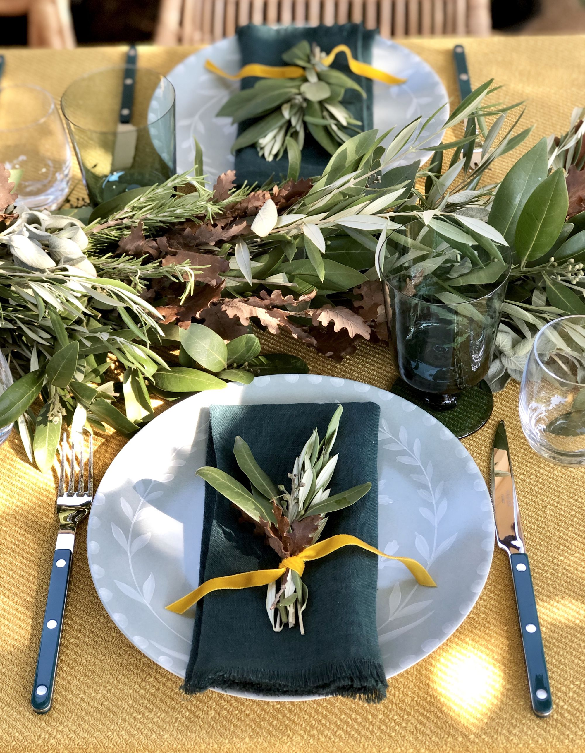 An Herbaceous Holiday Tablescape That Smells as Good as It Looks