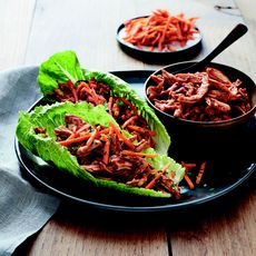 BBQ-Pulled-Chicken Lettuce Wraps