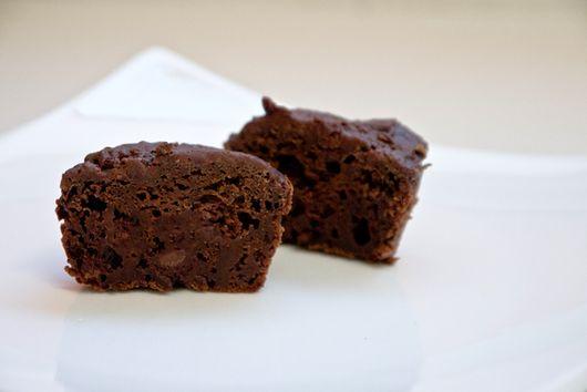 Healthy dark chocolate brownie bites