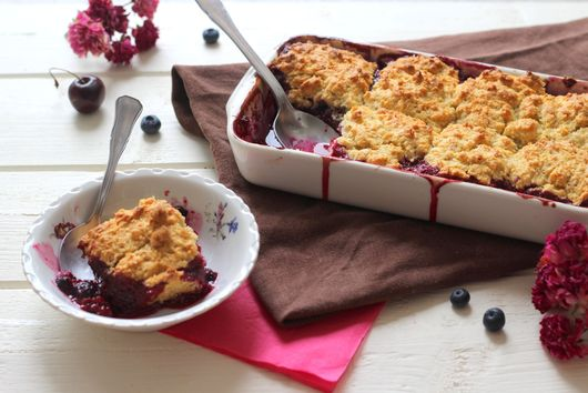 Red fruits cobbler