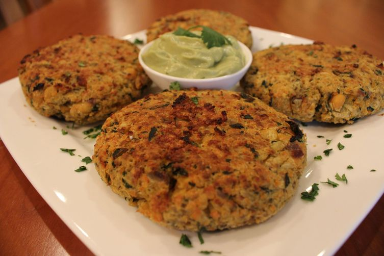 Crispy Garlic, Spinach, and Chickpea Burgers with Avocado