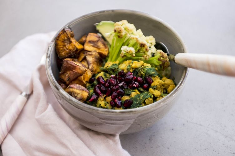 The best Buddha bowl   Chickpea scramble breakfast bowl