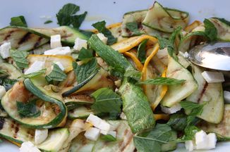 8cfa6803-e7a9-40e4-8321-e728106d1a1e--courgette_and_feta_salad