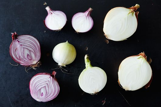 De-Stink Your Onion Hands With This Trick