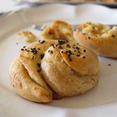 Tahinli (Armenian sesame rolls)